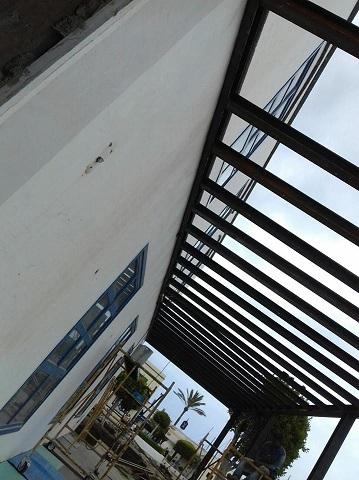Estructura metálica de hierro pilares de Pérgola