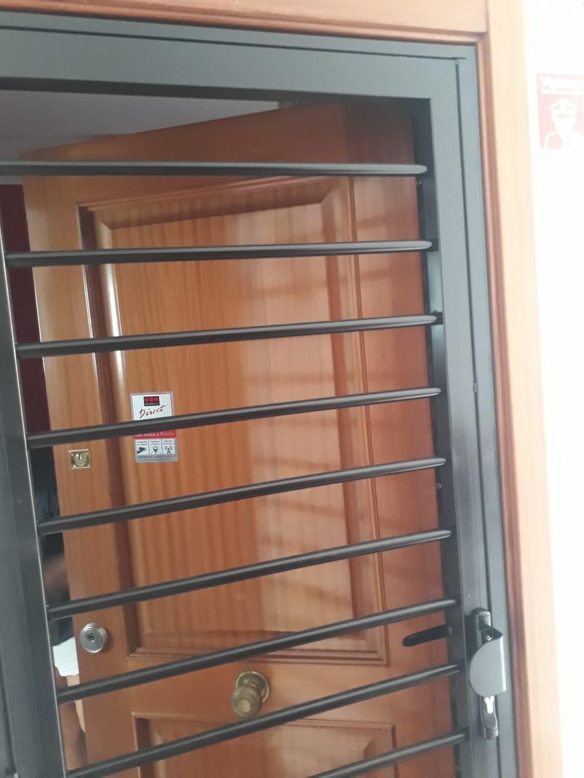 Protector de metálico de puerta