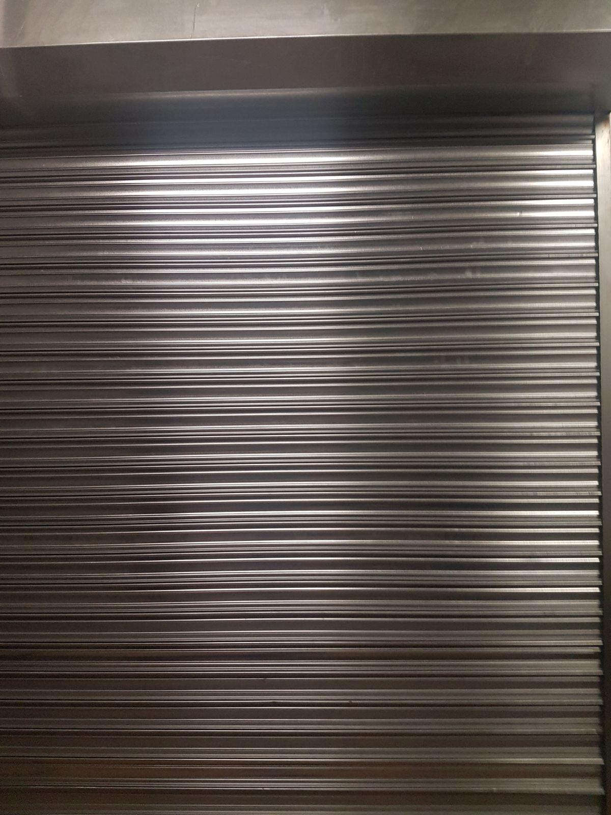 Fabricación e instalacion de nuevas puertas enrollables en Arrecife (Lanzarote)